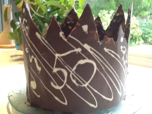 Derrie's creative cake crown